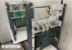 Fotografia do Laboratório de Automação Industrial 6-210B