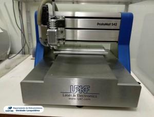 Fotografia do Fresa CNC para prototipagem rápida de placas de circuito impresso